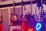 當地時間8月18日,賈斯汀·比伯和麥莉·塞勒斯,分別在個人IG賬號分享了同一家WATT錄音室拍攝的新照,引發新歌合作猜測。隨后,二人都點贊了關于合作猜測的動態。
