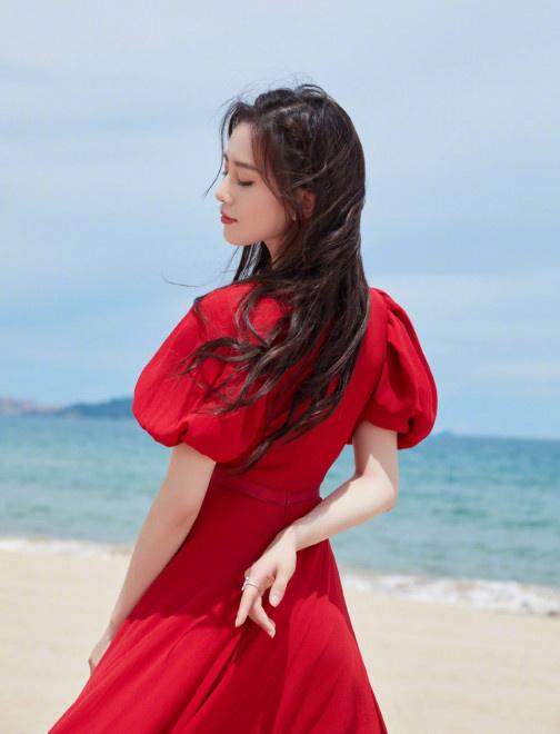 卡利集团开户:吉普赛女郎!刘诗诗海边红裙大片 踮脚似起舞 第3张
