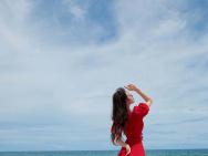 吉普赛女郎!刘诗诗海边红裙大片 踮脚似起舞