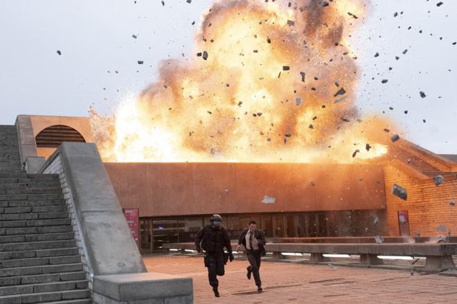 《信条》曝中国海报 约翰·大卫·华盛顿陷时空漩涡