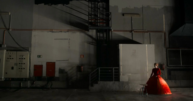 皇冠即时比分:蒂尔达·斯文顿美翻!《人类的呼声》曝首支片断 第4张