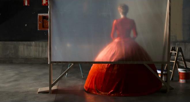 皇冠即时比分:蒂尔达·斯文顿美翻!《人类的呼声》曝首支片断 第3张