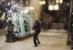 """传奇导演克里斯托弗·诺兰执导的科幻烧脑经典巨制《盗梦空间》8月28日震撼登陆全国院线。影片发布""""重筑旧梦""""版预告,带人们再度遁入十年前那场惊世大梦,跟随盗梦天团一起争分夺秒完成多重梦境闯关……阔别十载震撼依旧,而如今重温《盗梦空间》还有了新的理由与期待:9月4日诺兰新作《信条》将登陆中国内地大银幕,现已开启预售!先看《盗梦空间》热热脑,再赴《信条》时空迷局,提前买好票锁定观影C位,烧脑接力收获双倍嗨爽体验!"""
