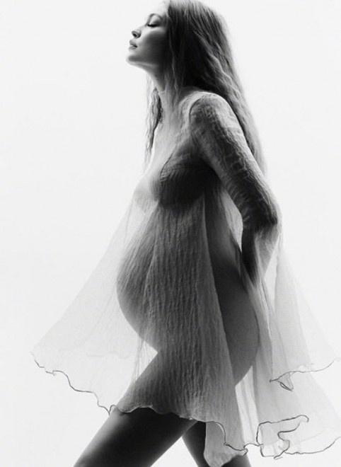 超模吉吉·哈迪德再曝孕肚写真 湿发造型四肢纤细