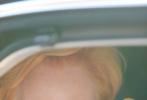 當地時間9月2日,第77屆威尼斯國際電影節舉行開幕式暨電影《婚姻連系》的首映禮,蒂爾達·斯文頓以一身及簡黑白配色造型,優雅亮相紅毯。最為特別的就是她手持的金蝴蝶面具,天使白上衣與金色相映,加上紅毯現場的氣球和燈光,仿佛整個人散發著神性光輝。