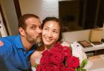 """9月4日,郑佩佩的女儿、1999年港姐亚军原子惠晒出孕肚照宣布怀孕喜讯:""""在这艰难的一年里面,我非常感谢上天在这段时间里给了我们一个礼物,一个让我和家人都很期待的好消息。"""""""