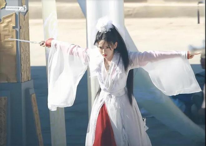 皇冠新现金网:杨逾越演技备受质疑 她的演戏之路该何去何从? 第6张