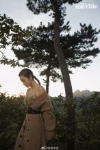 李冰冰登长城拍摄大片 红裙加身显身材气场全开