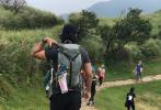 """日前,彭于晏在社交平臺曬出一組與好友徒步出游的照片,畫風清奇的""""直男自拍""""迅速引起圍觀。"""