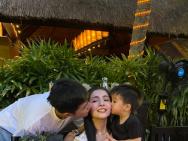姜潮为麦迪娜浪漫庆生 与儿子齐吻妻子羡煞旁人