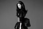 """日前,杨超越受邀登上时尚杂志《SuperELLE》最新一期封面。镜头前,""""港味少女""""杨超越自如地展现着她的多面性,天真、慵懒、奇幻……正如她从女团到演员的转变一样,无限的惊喜与可能性正跟随这个女孩的脚步出发。"""