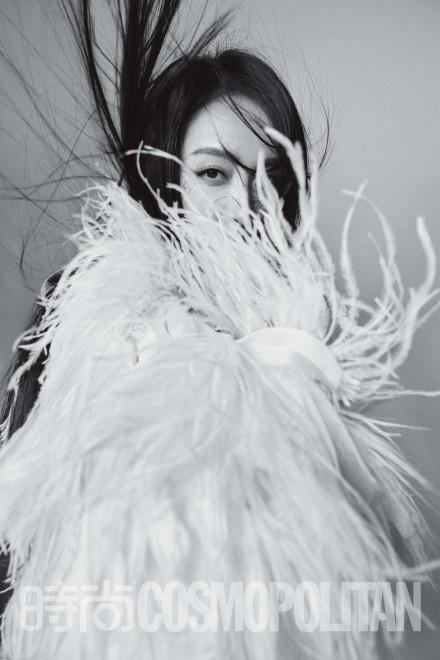 宋茜暗黑公主造型登封 气场全开展绝佳时尚表现力 第4张