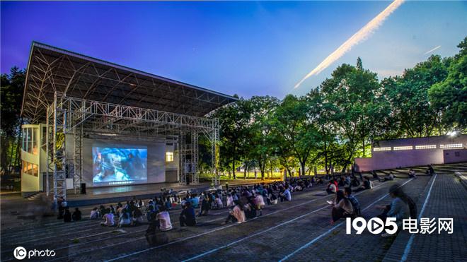 郑州101个园地将放映露天电影 开启全城放映模式 第1张
