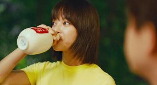 《我的女友是机器人》喝酒片段对比 翻拍不得精髓适得其反