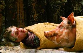 男子误入巨人国,险些被厨师做成夹心面包,一部奇幻冒险电影
