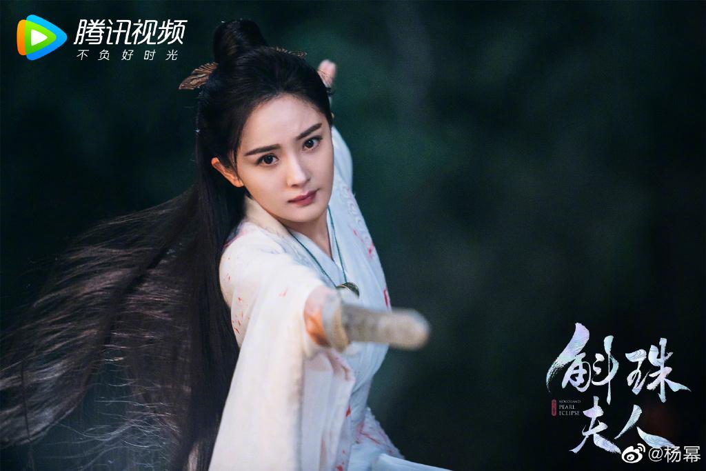 《斛珠夫人》杀青曝剧照 杨幂陈伟霆发文告辞角色 第2张