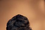 """9月22日,《ELLEMEN新青年》雜志最新一期封面大片發布,本期他們邀請到了""""戳爺""""特洛耶·希文成為封面人物,這也是戳爺拿下的中國首封。"""