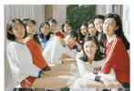 """电影《夺冠》正在热映中,日前,片中饰演""""80年代中国女排队员""""的姑娘们携手《时尚芭莎》,打造了一组清新明快的训练场大片。照片展现了电影以外这群女孩们青春洋溢的身影,静谧如诗的年华纯洁而美好,令人心向往之。"""