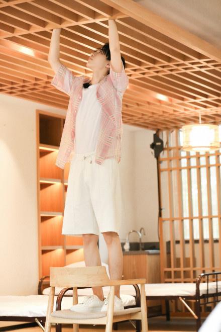 王俊凯回归《中餐厅4》 雨中用餐收获别样浪漫! 第4张