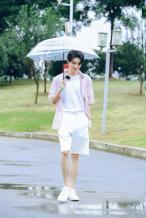 王俊凯回归《中餐厅4》 雨中用餐收获别样浪漫!