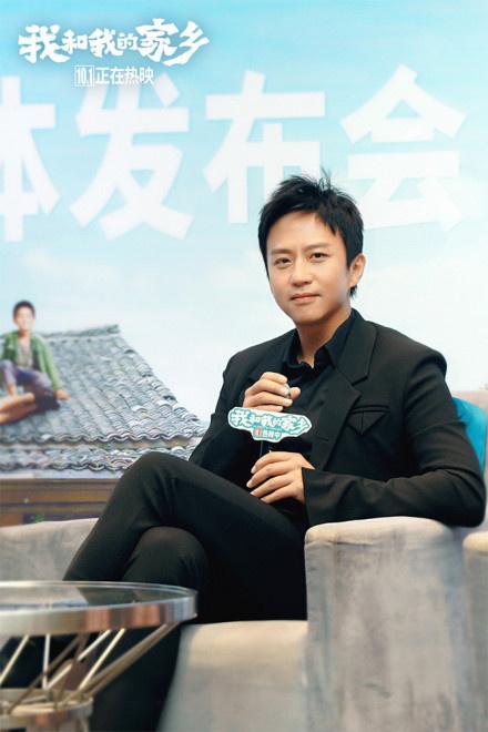 《我和我的家乡》广州路演 邓超请援鄂医生看电影 第2张