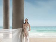 美人魚出水!迪麗熱巴海邊浪漫寫真 白裙身材絕美