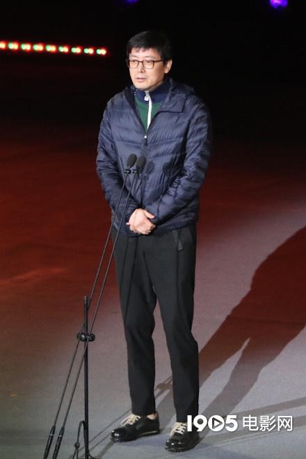 贾樟柯等为田壮壮颁发荣誉 《不浪漫》延期拍摄