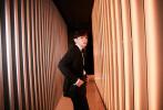 10月12日,鄧倫以品牌代言人的身份受邀出席時尚活動,以一身黑色西裝搭配絢麗珠寶配飾亮相,紳士儒雅,貴公子氣場十足。據悉,鄧倫佩戴的珠寶設計靈感源自巴洛克藝術風格,意在展現出大膽無畏的創意巧思。