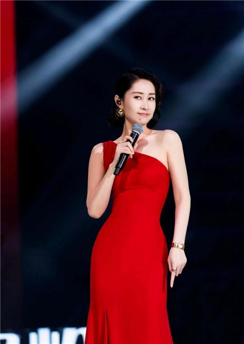 五戏同档!44岁的刘敏涛被中年女演员们羡慕了 第1张