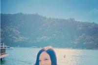 歌手徐佳莹挺孕肚与家人出游:最近身体很沉很重