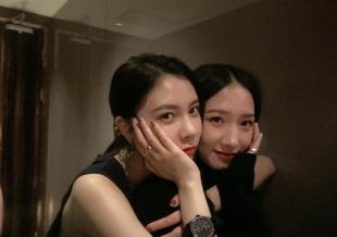宋妍霏为孟美岐庆生 好闺蜜脸贴脸自拍亲密无间