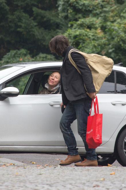 基努·里维斯与女友车边吻别 甜蜜一样平常每周上演! 第5张