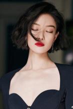 美貌营业!倪妮手拎高跟鞋下班 港风造型妩媚动人