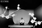 10月20日,邓伦合作《时装男士》拍摄的11月刊封面大片解锁。整组大片以东方复古元素创作拍摄,在古色古香的蟠龙和樱花间,展露俊逸翩翩的绅士格调。精致西装,纯白大衣,驾驭多种风格,演绎国风美韵。