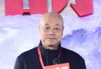 10月25日是中国人民志愿军抗美援朝出国作战70周年纪念日,电影《长津湖》在北京军事博物馆举办发布会,正式宣布开机。当天,片方也正式曝光了《长津湖》的主创阵容:黄建新将出任总监制,陈凯歌、徐克、林超贤联合监制、联合导演,吴京、易烊千玺领衔主演,影片计划在2021年正式公映。