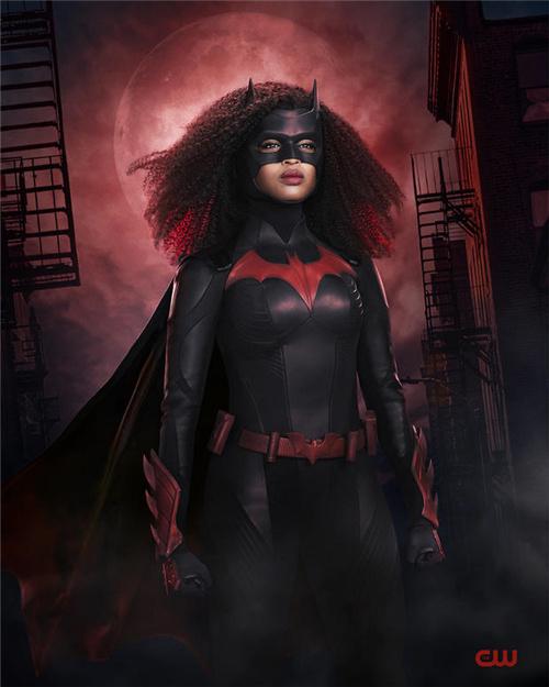 帅气!《蝙蝠女侠》第二季发黑人新女主定妆照 第1张