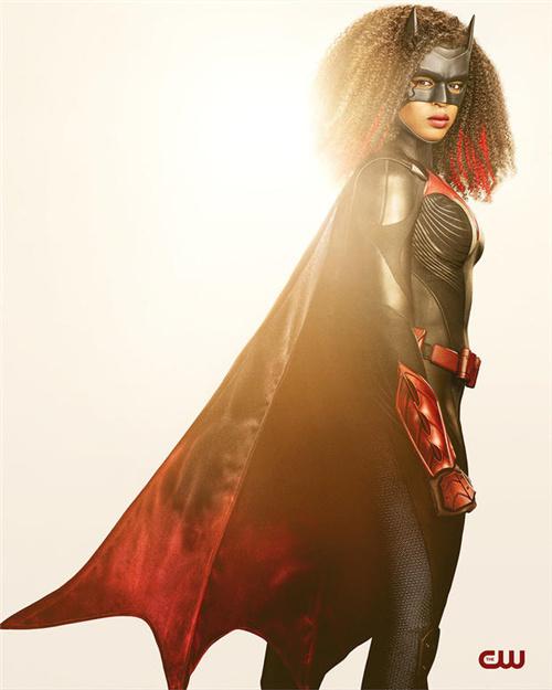 帅气!《蝙蝠女侠》第二季发黑人新女主定妆照 第2张