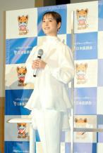 佐佐木希自丈夫丑闻后首现身 脸圆润穿白衣状态好