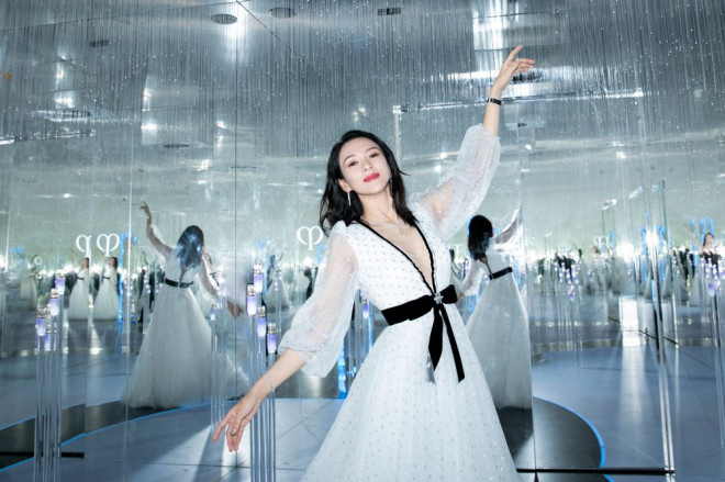 章子怡天鹅纱裙亮相 身体曲线尽显被赞仙气十足 第2张