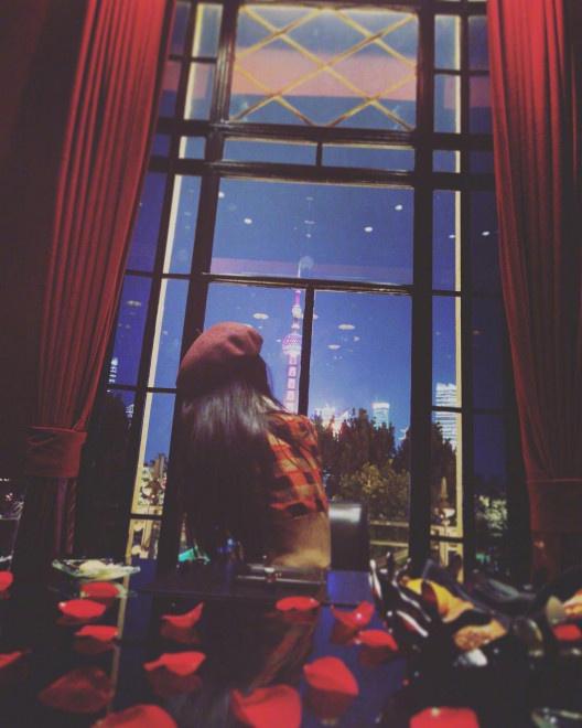 《【杏鑫平台待遇】唐嫣罗晋庆祝结婚两周年 糖糖对镜甜笑很是幸福》