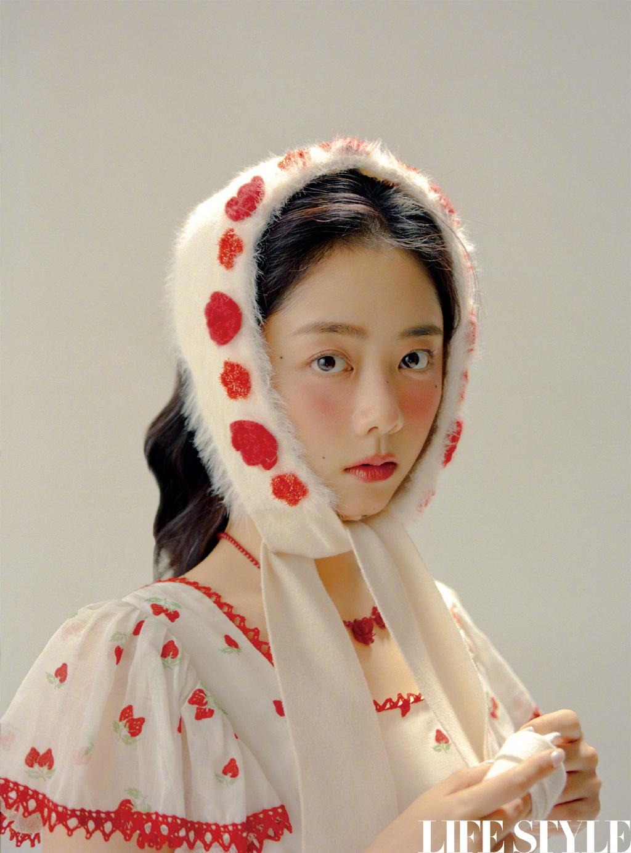 谭松韵化身糖果色宫廷少女 复古童话大片纯美吸睛 第2张