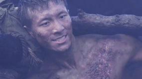 《金剛川》百米人橋拍攝幕后:水里很冷 很多演員的傷是真的