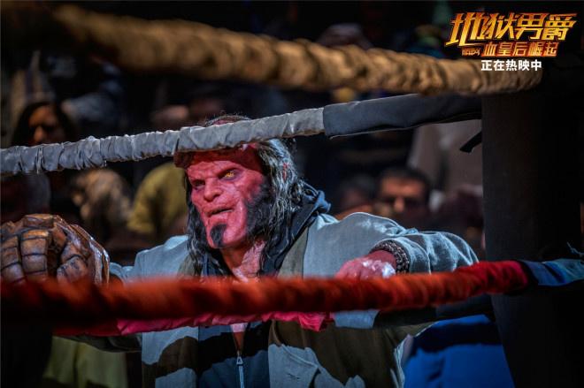 《地狱男爵》正在热映 地狱男爵对战巨怪守护人类