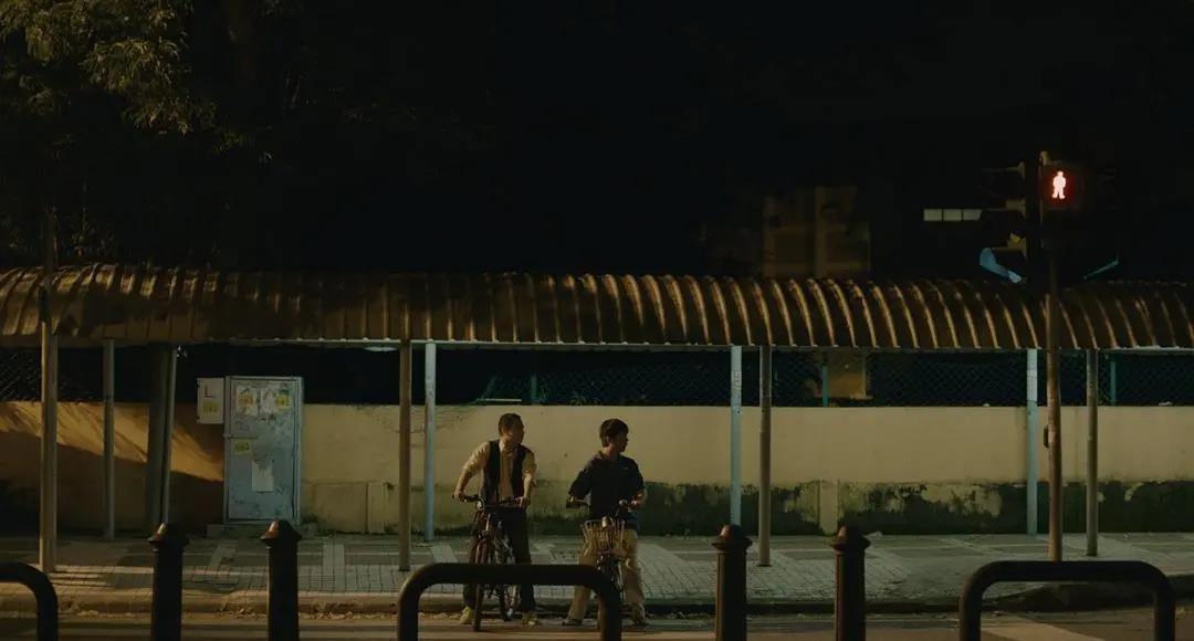 《【摩杰娱乐代理奖金】以专注与深爱照亮孤独 电影《光》引发广泛共情》