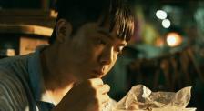 以专注与深爱照亮孤独 小众电影《光》引发的广泛共情