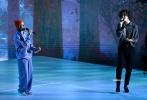 """當地時間11月22日,美國洛杉磯,2020全美音樂獎頒獎典禮,""""萌德""""肖恩·蒙德茲和賈斯汀·比伯合作的新單曲《Monster》帶來首唱舞臺。"""