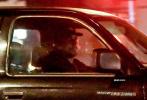 當地時間11月22日,美國洛杉磯,曾出演過《蝙蝠俠:黑暗騎士》三部曲、《極速車王》等電影的46歲好萊塢影星克里斯蒂安·貝爾現身街頭。當天,克里斯蒂安身穿深色帽衫衛衣搭深短褲,戴著棒球帽和口罩出街購物。他離開超市時,購物車里堆放著5大包物品,收獲滿滿化身居家好男人。