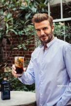 风采依旧!贝克汉姆广告大片 梳油头男人味爆棚