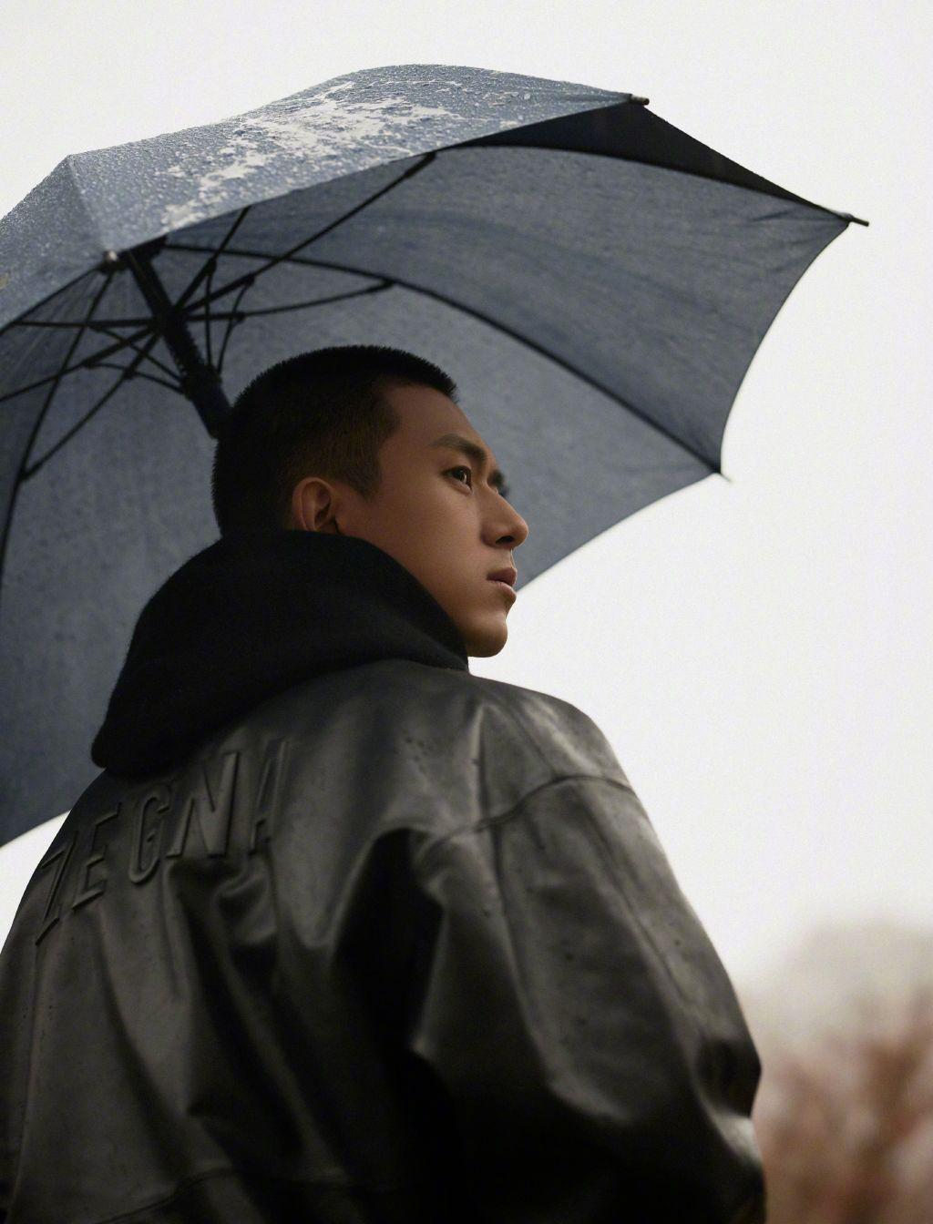 币游(allbet6.com):李现《赤狐书生》开启路演 雨中撑伞回眸杀撩人