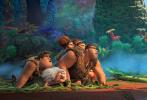 """由环球影业和梦工场动画公司联手打造的动画喜剧电影《疯狂原始人2》将于明天正式上映!影片预售现已全面开启。片方发布全新正片片段,在""""如何睡觉""""这件重要的""""人生大事""""上,原始人和文明人的差异不禁令人捧腹,而随着两个家族的相处日益密切,生活方式和理念上的天差地别将带来更多意想不到的笑料。准备好到影院迎接从天而降的快乐了吗?"""